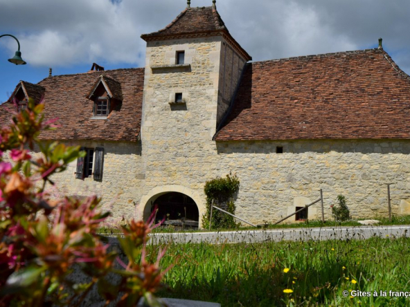 Quercy mansion + gite in the Parc Naturel for sale